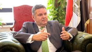 وزير قطاع الأعمال بدء خطة تطوير الغزل والنسيج في 15 أبريل