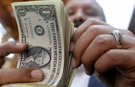 الجمارك: تثبيت الدولار الجمركي للسلع الأساسية في مايو