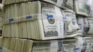 وسط توقعات بالمزيد .. الدولار يهبط 16 قرشا والمصريين بالخارج كلمة السر
