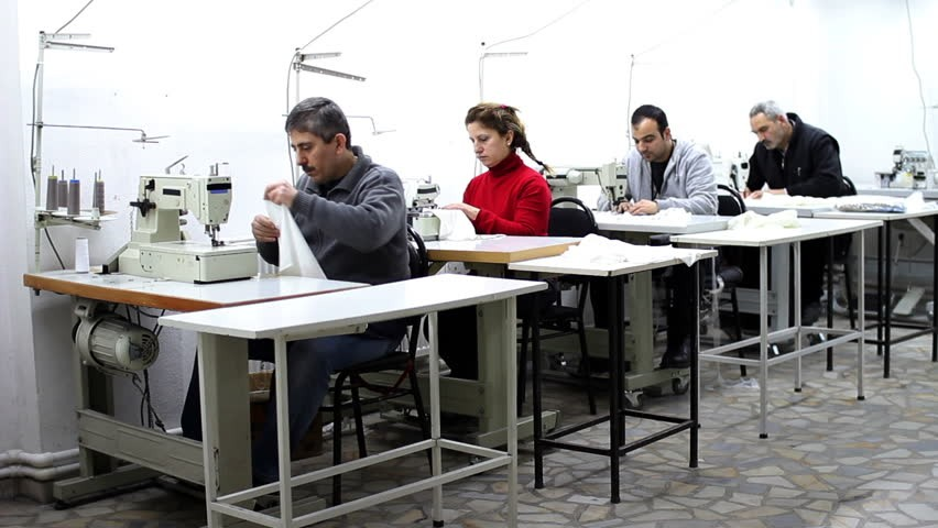 رئيس نقابة الغزل والنسيج: لا تسريح للعمال