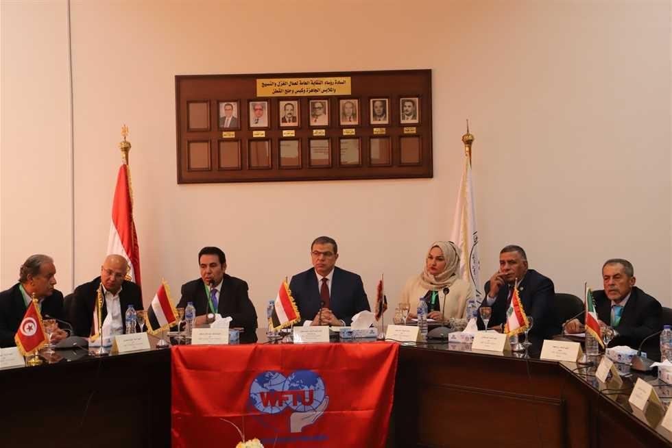 اجتماع تمهيدي لإعلان تأسيس الاتحاد الدولي لعمال الغزل والنسيج