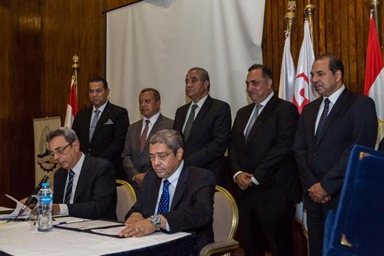 بورتو جروب توقع برتوكول تعاون مع غرفة القاهرة التجارية لإنشاء أول مول لتصدير الملابس الجاهزة