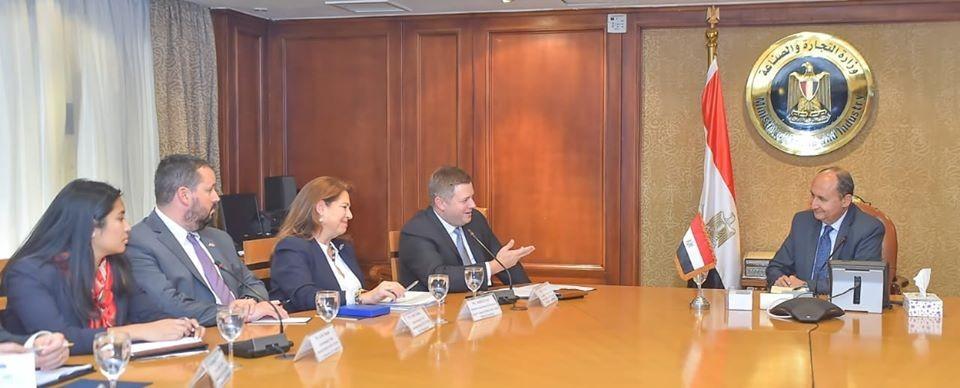 وزير التجارة يبحث مع وفد أمريكي تعزيز التعاون الاقتصادي المشترك