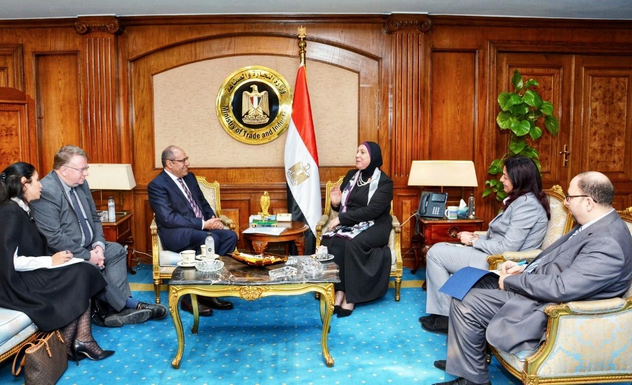 وزيرة التجارة تبحث مع العمل الدولية مشروعات التعاون بين المنظمة والحكومة المصرية