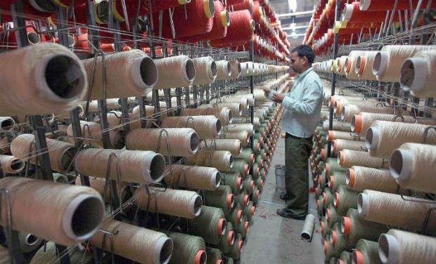 رئيس شركة غزل المحلة: انتظام سير العمل فى المصانع وإجازة مدفوعة الأجر لعمال ميت بدر حلاوة والهياتم