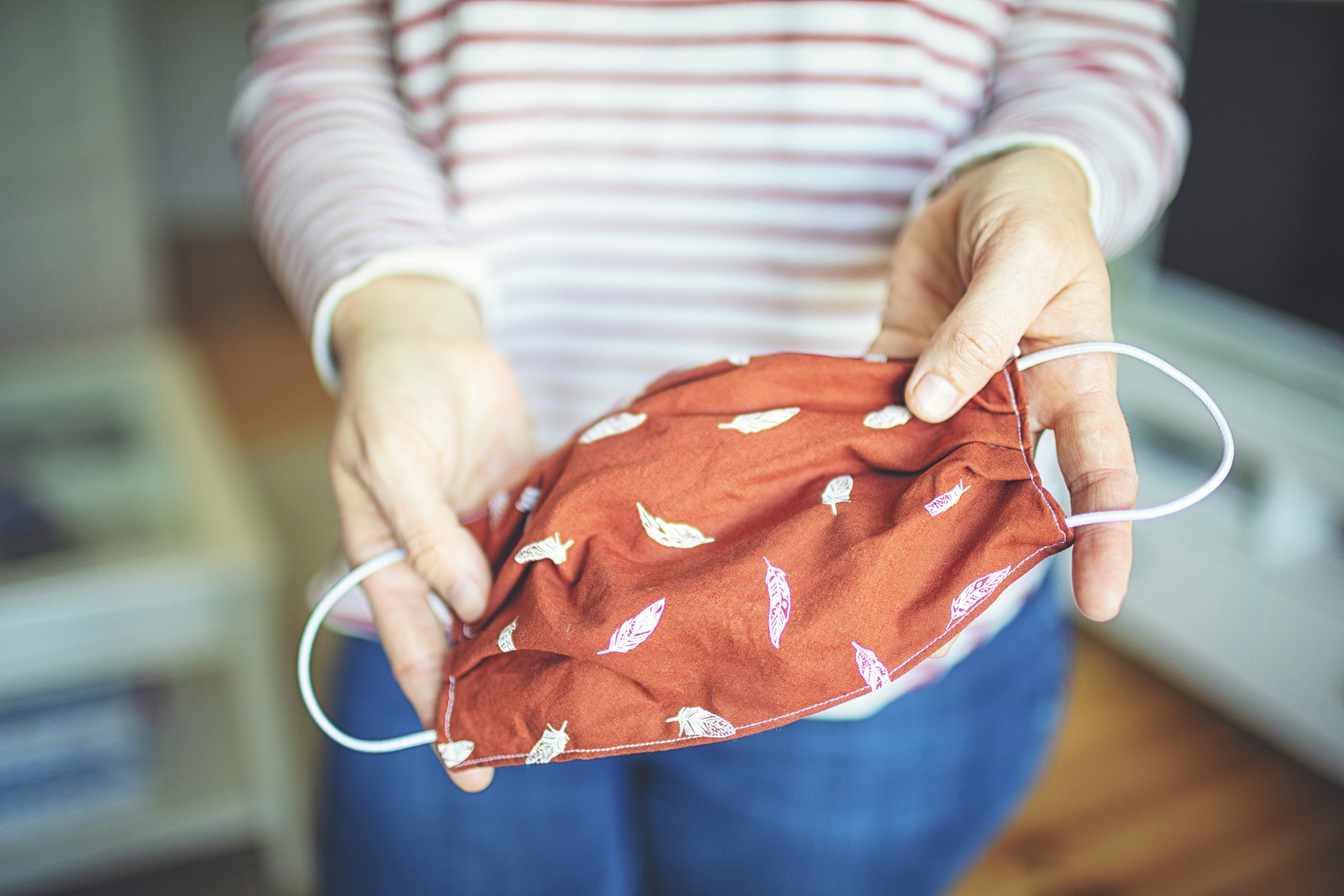 وزيرة الصناعة تبحث مع منتجى الملابس الجاهزة تصنيع الكمامات القماش