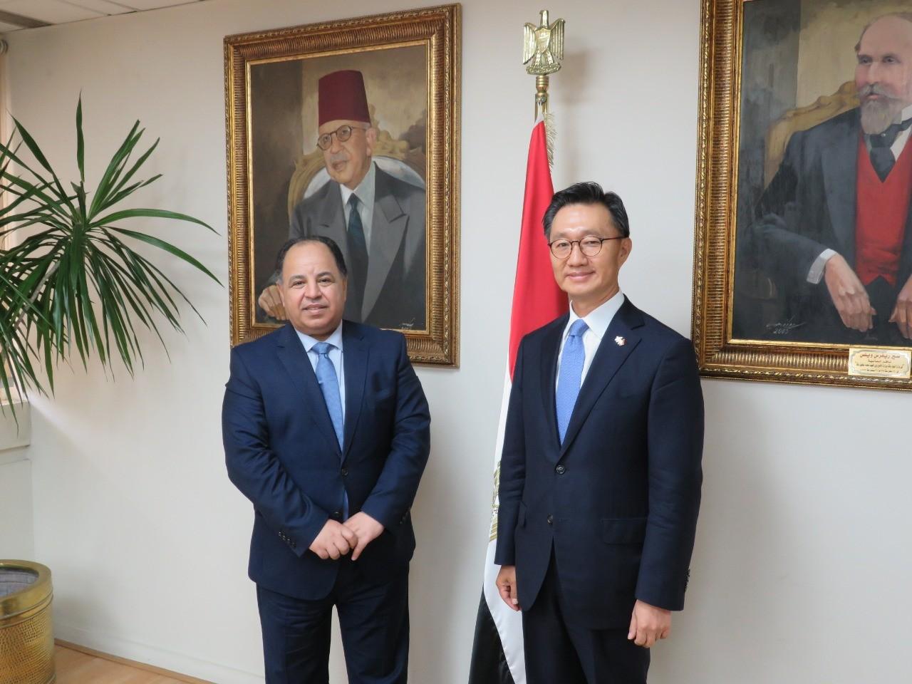 معيط خلال لقائه سفير كوريا الجنوبية: توجيهات رئاسية بتحفيز الاستثمارات في مصر خاصة الكورية