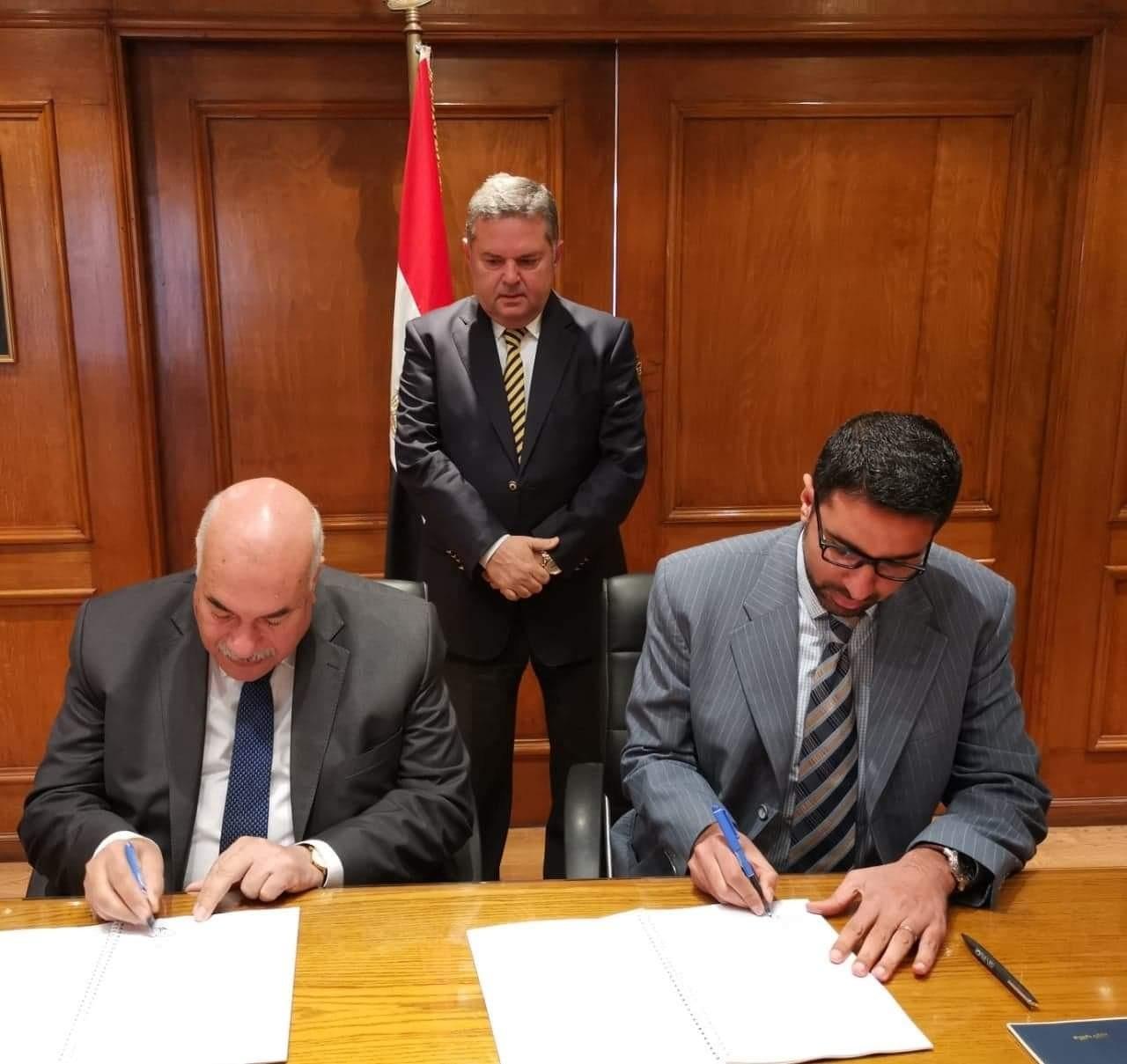 شينخوا تشيد بتوقيع الحكومة المصرية عقد إنشاء أكبر مصنع غزل قطن في العالم