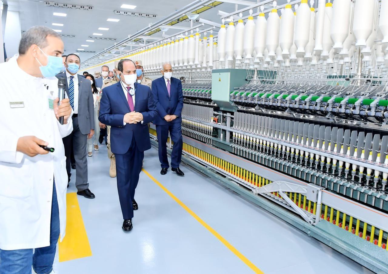 السيسى يفتتح 6 مصانع كبرى للغزل والنسيج