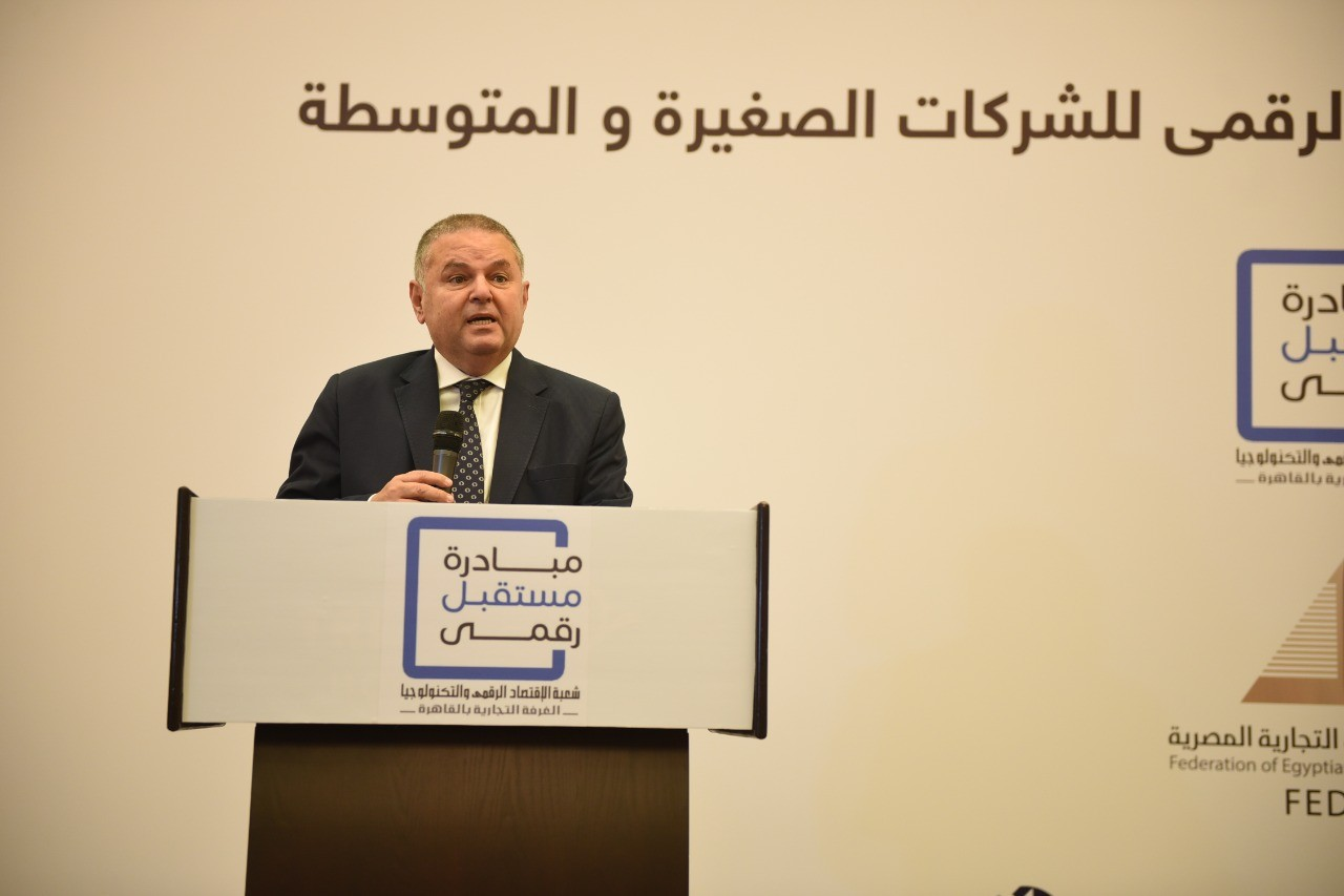 وزير قطاع الأعمال: القطن المصرى أفضل من الأمريكى.. ونسعى لتعظيم الاستفادة منه