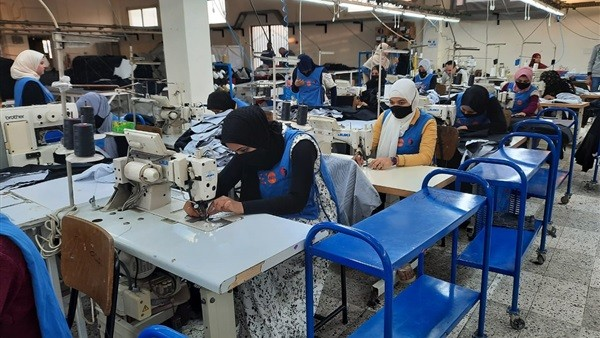 اتحاد الصناعات: الانتهاء من تدريب وتشغيل 250 فتاة بمصانع الملابس الجاهزة