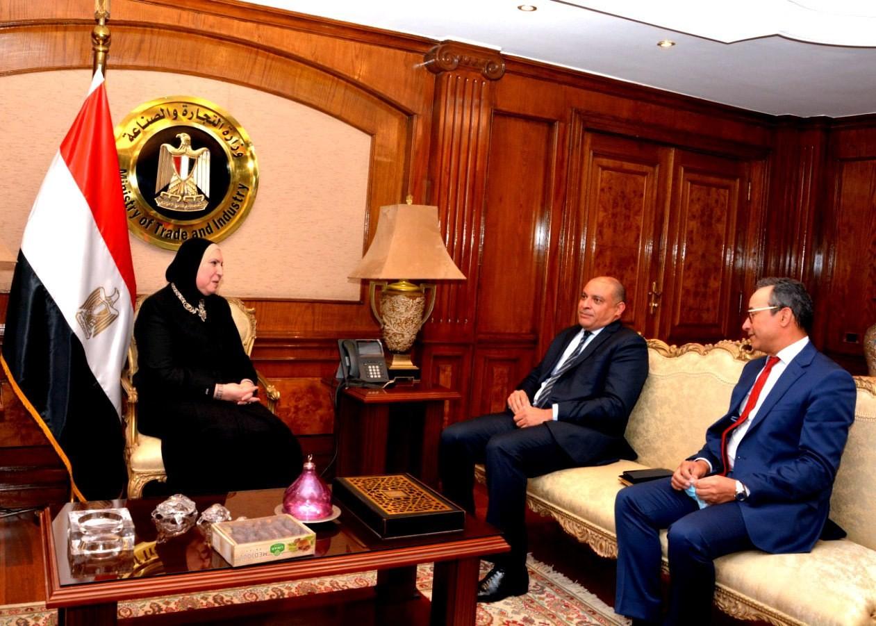 وزيرة الصناعة تبحث مع مسئولي التجاري وفا بنك آليات تعزيز التواجد المصري في الاسواق الافريقية