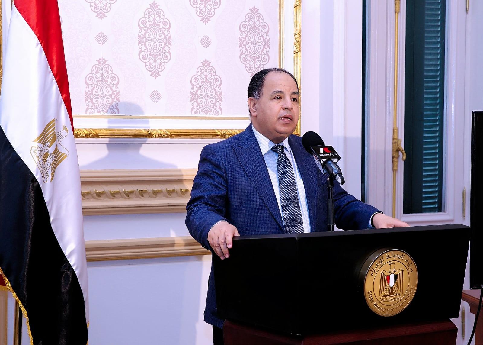 وفق إجراءات احترازية.. وزير المالية: حريصون على استمرار الإنتاج والتصدير