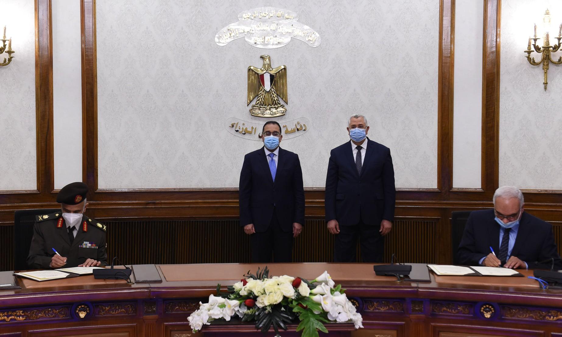 مدبولي يشهد توقيع عقد لشراء قطن الإكثار بين الزراعة والوطنية المصرية للتطوير