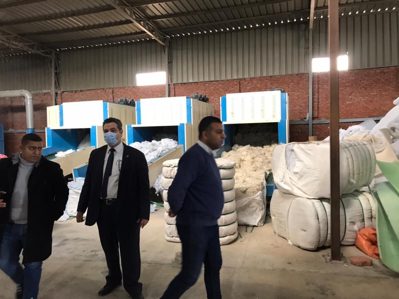 تحديث الصناعة يبحث مشكلات صناعة الكتان والنسيج مع المصنعين في الغربية والقليوبية