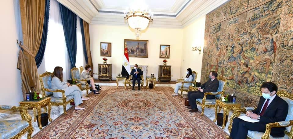 السيسي يؤكد أن البنك الأوروبي لإعادة الإعمار شريك نجاح للتنمية في مصر