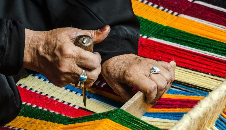 مركز تحديث الصناعة يؤكد قدرة الحرف اليدوية المصرية على المنافسة فى الخارج