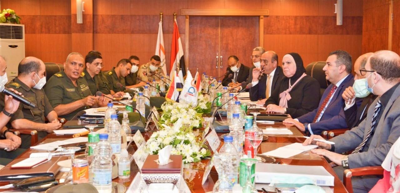 وزيرة التجارة تعقد اجتماعا موسعا مع قيادات الهيئة الهندسية والتنمية الصناعية
